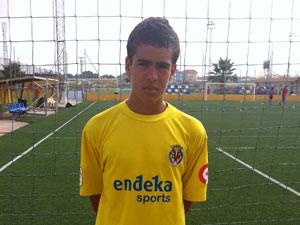 Alberto Dorado con la equipación del Villarreal CF