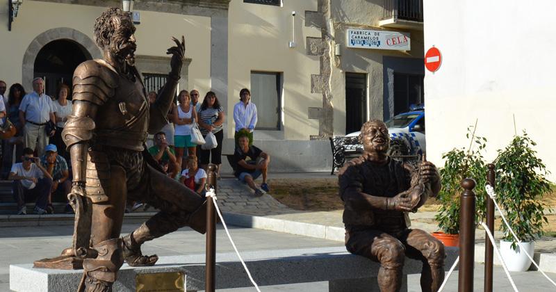 Conjunto escultorico, Don Quijote y Sancho en la plaza frente al teatro Cervantes
