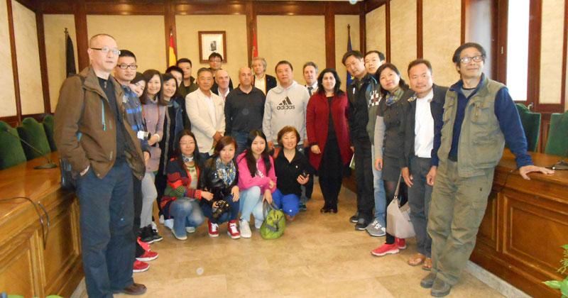 expedición de ciudadanos chinosen el el ayuntamiento de Béjar