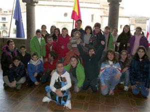 Escolares de Béjar en el balcón del Ayuntamiento de Béjar