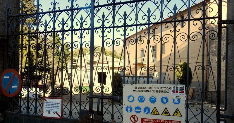 Puerta cerrada de EL Bosque