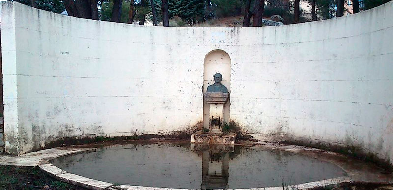 Busto en el parque de Los Pinos