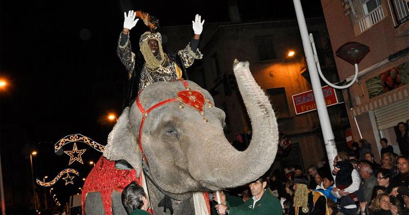 fotografia elchediario-.com. baltasar sobre un elefante