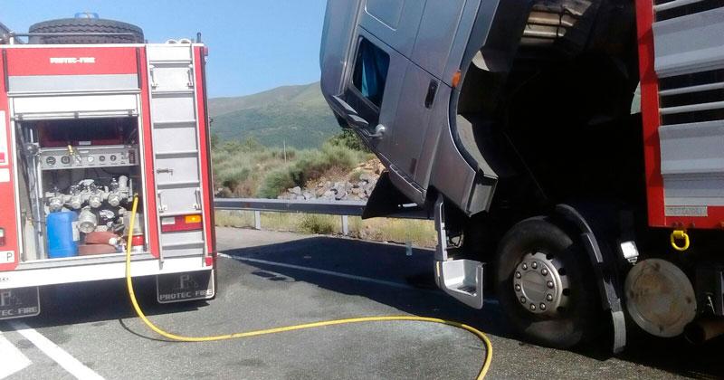http://www.i-bejar.com/archivo/fotos/camion-arde-a66-valdesangil-bejar-23062016(1)_large.jpg