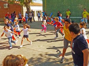Niños jugando durante las Fiestas de Tamames