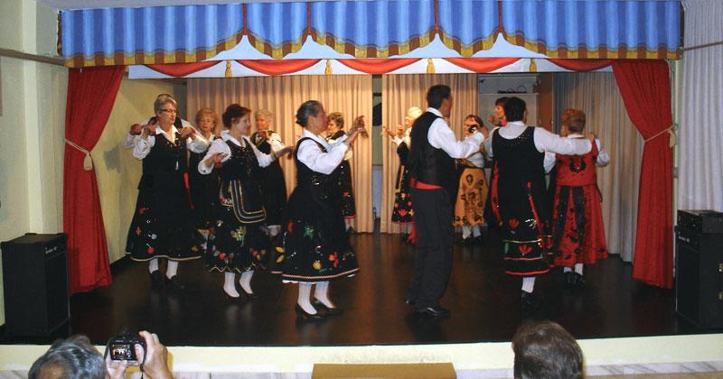 grupo de baile en el centro de mayores