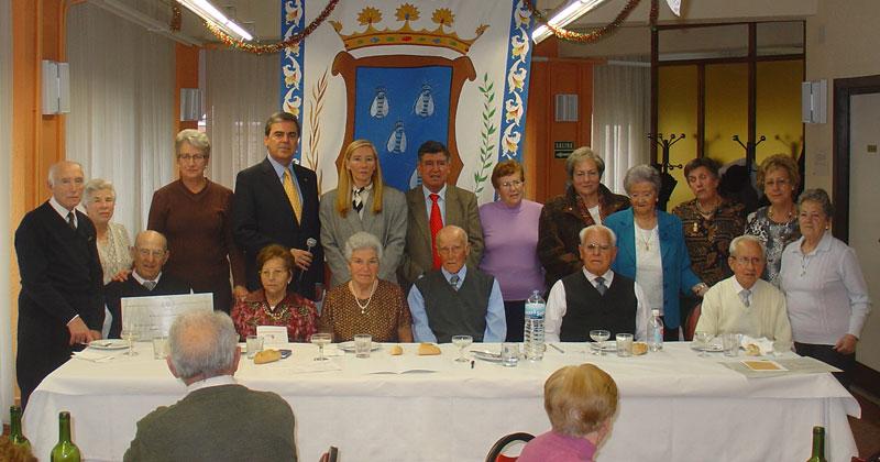 Director del Hogar junto a alcalde y concejala de asuntos sociales y junta directiva