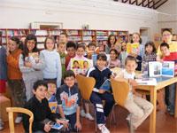 Alumnos colegio MAria Auxiliadora de Béjar en la Biblioteca