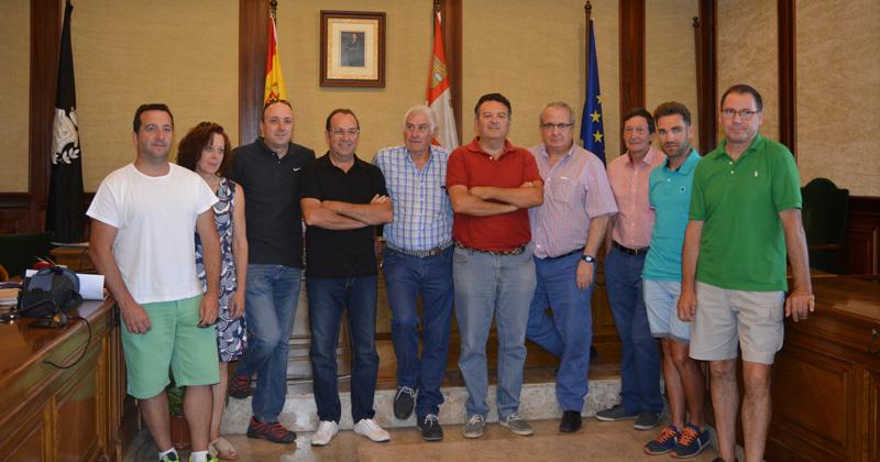 Edil de deportes y representantes de los clubes durante la presentación de las actividades deportivas