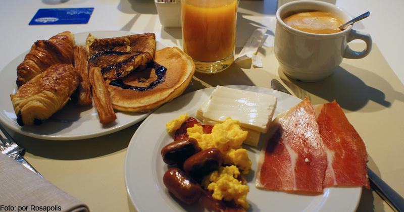 Señor mesero, esto es muy duro-http://www.i-bejar.com/archivo/fotos/desayuno-generico_large.jpg