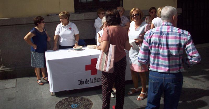 voluntarios de Cruz Roja en el Día de la Banderita