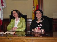 Elena Martín Vazquez acompañada de la técnico de Medio Ambiente del Ayuntamiento de Béjar