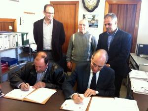 Firma de convenio entre Escurial de la Sierra y la Diputación de Salamanca