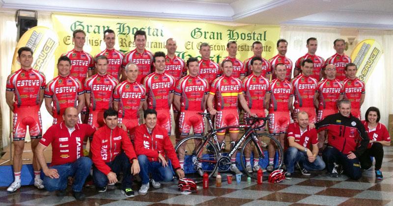 foto del equipo durante la presentación