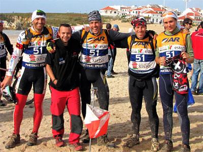 Eusebio Sánchez junto a su equipo el Wind X-treme / Ekke Lleida