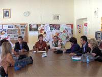 Visita de Bienvenido Mena al colegio Filiberto Villalobos, Béjar