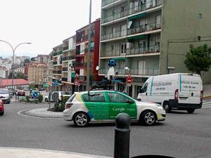 Vehículo de Google por la calle Recreo