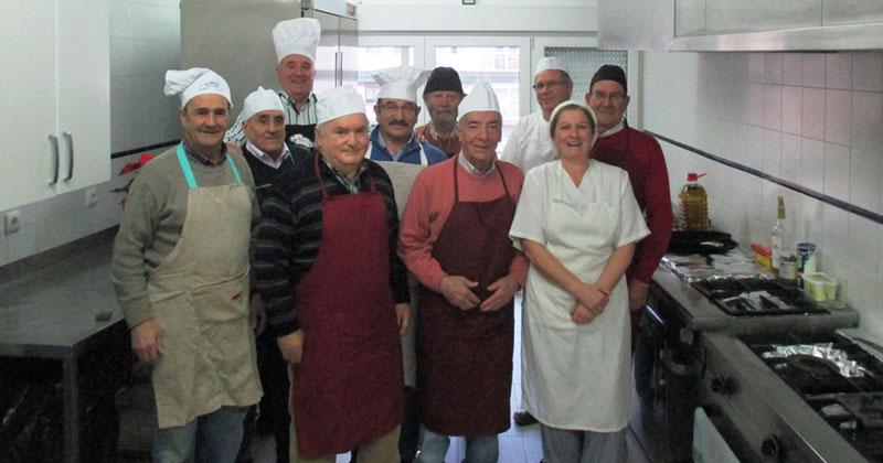 participantes en una edicion pasada del curso de cocina para hombres