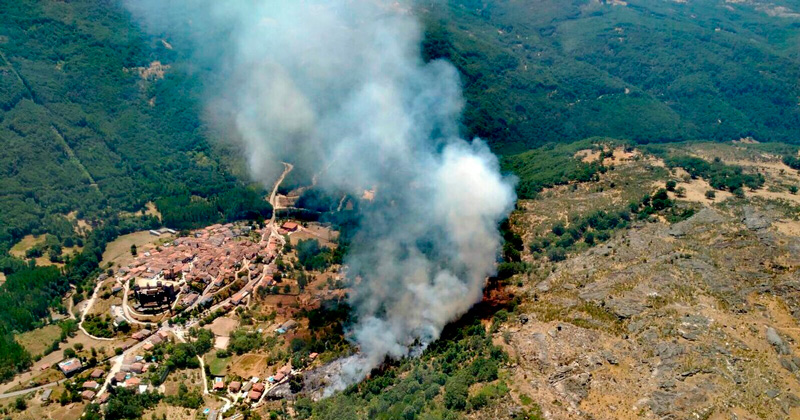 vista aérea del incendio en Montemayor del Río imagen @Infoemerg