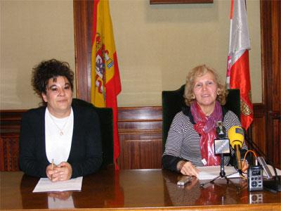 Conhca Perez junto a la responable de Turismo