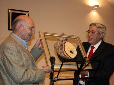 Marcos Ana recibiendo el Premio a la Libertad. Béjar 2009