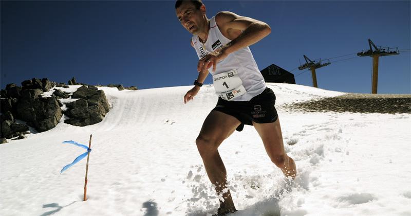 Miguel Heras correindo sobre nieve