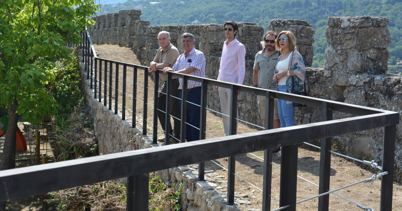 Concejales vistando el segundo tramoabierto de recorrido de la muralla árabe de Béjar