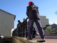 Alumnos de Premysa instalando Barandillas en Béjar