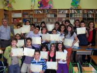 Escolares durante el curso de economía social