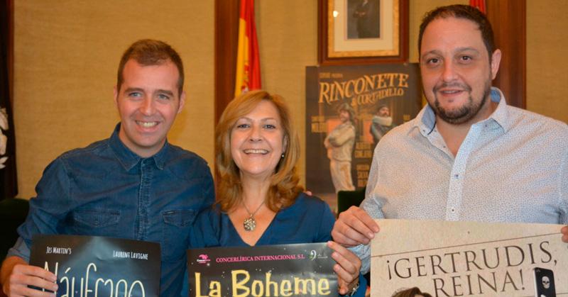 concejala de cultura presenta programacion de teatro junto a responsables de compañias