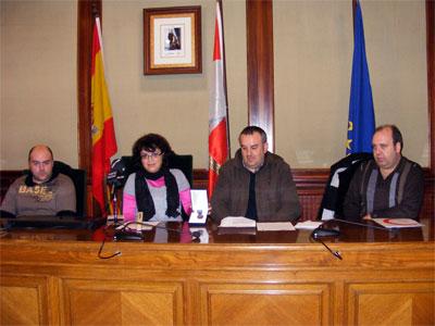 Blanca Cerrudo junto a varios miembros de Protección Civil Béjar