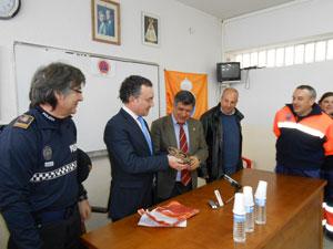 Fernando Salguero junto al Alcalde Béjar y miembros de la Policia y Protección Civil de Béjar