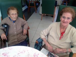 dos señoras mayores de EL Buens Pastor