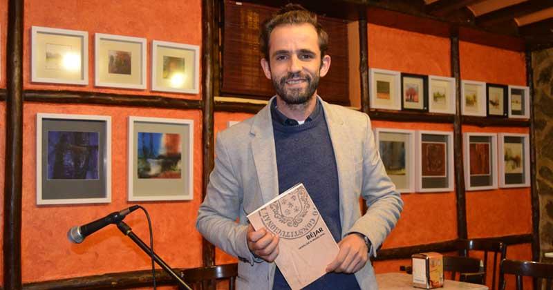 Ricardo gil turrion presenta libro sobre heráldica de bejar