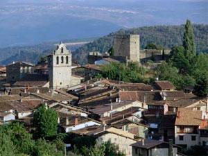 San MArtín del Castañar con el castillo y el centro al fondo