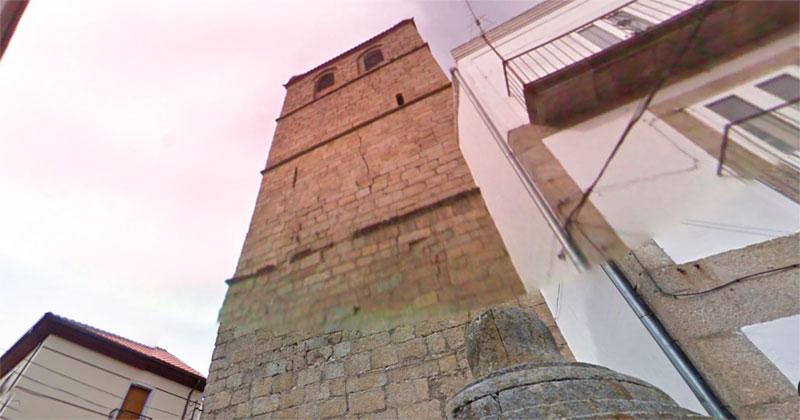 Anomalias estructurales en uno de los frentes de la torre de la iglesia