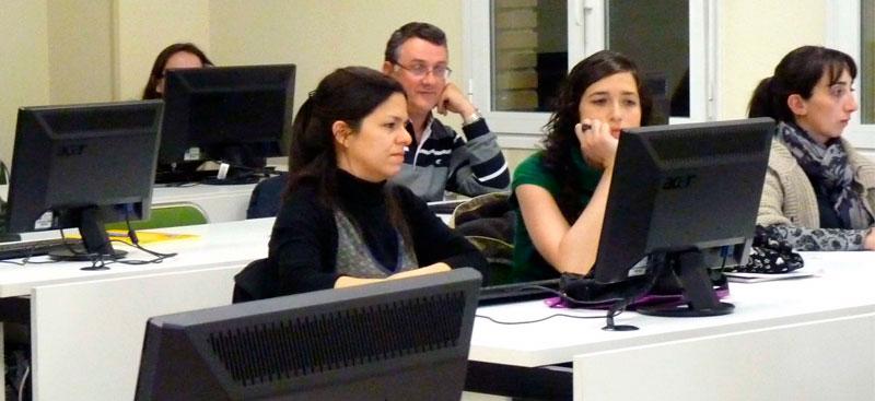 alumnos de la UNED en un aula iamgen UNED.es