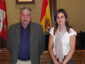 Inmaculada Martín junto a Kose María Bragados, subdirector de la UNED de Zamora