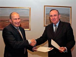 Firma del convenio entre la Usal y la Mancomunidad de la Sierra de Francia