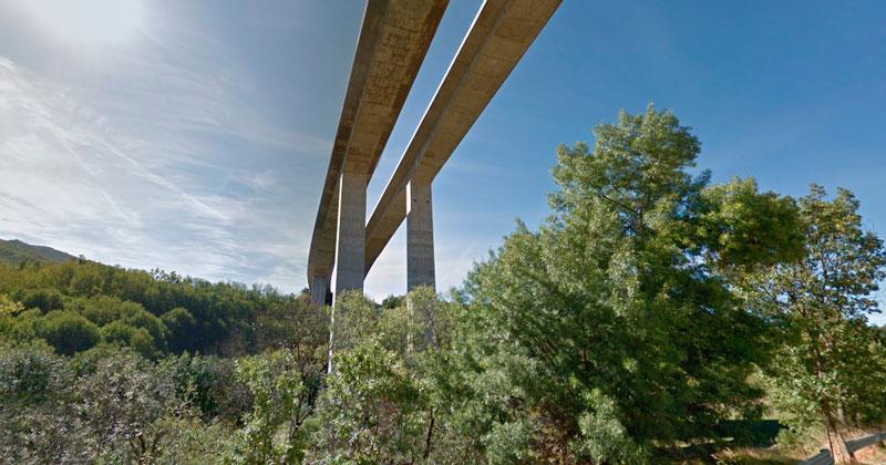vista del viaducto desde su parte inferior