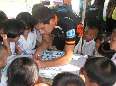 Jose Guillermo Yepes en su viaje por Asia en 2008