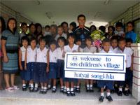 Jose Guillermo Yeeps en Aldeas infantiles, Tailandia