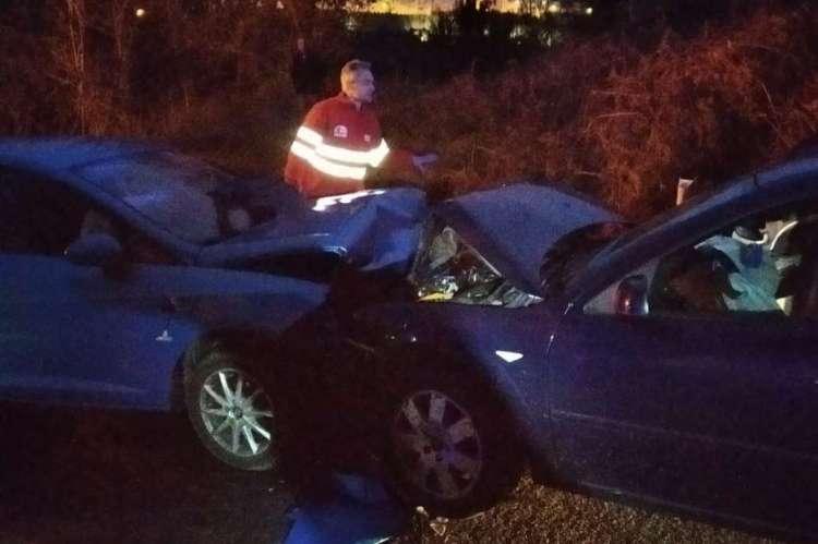 Frontal de los dos vehículos totalmente destrozado