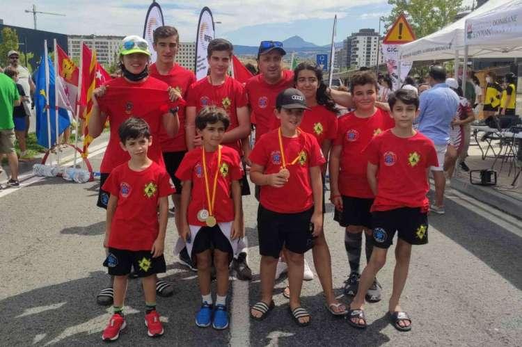 Equipo del club de Esquí la Covatilla en Pamplona
