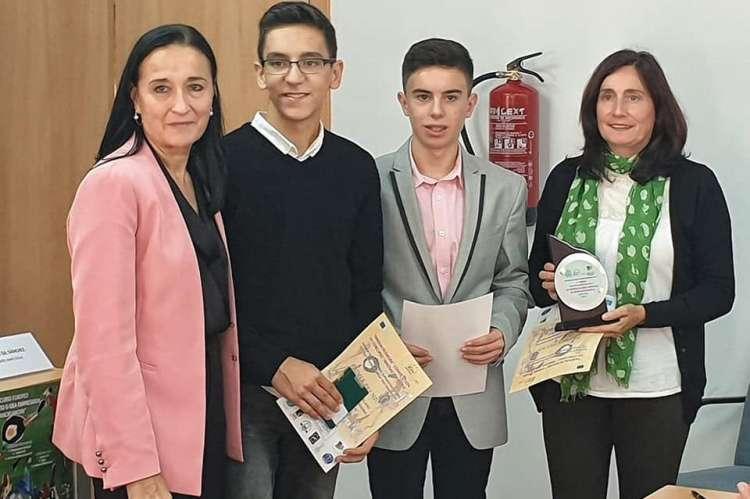 Alumnos del IES Ramón Olleros durante la recepción de los premios. Imagen Tw IES Ramón Olleros