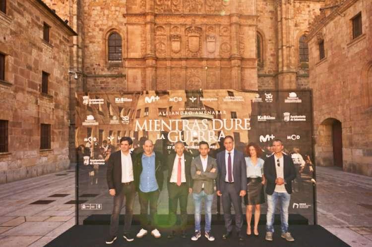 Amenabar durante la presentación en Salamanca con el resto de autoridades académicas