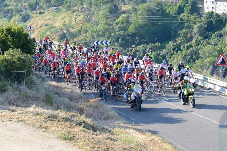 Pelotón ciclista en la Marcha Bedelalsa 2019