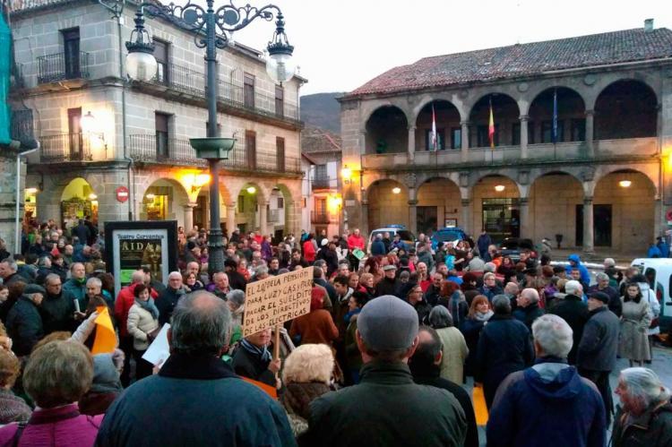 Ciudadanos en la Plaza Mayor de Béjar este sábado