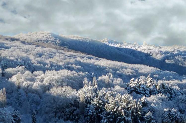 Prevision de temporal, nieve en la sierra. Archivo