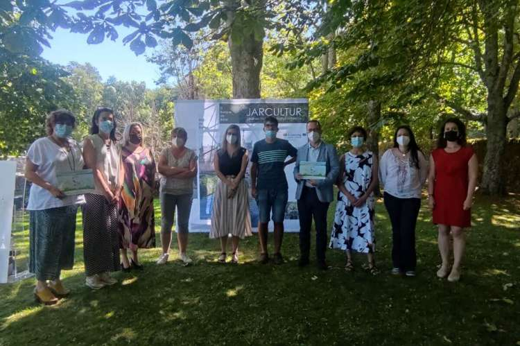 Grupo de personas en el Bosque de Béjar